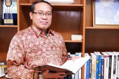 Rektor Kwik Kian Gie School of Business